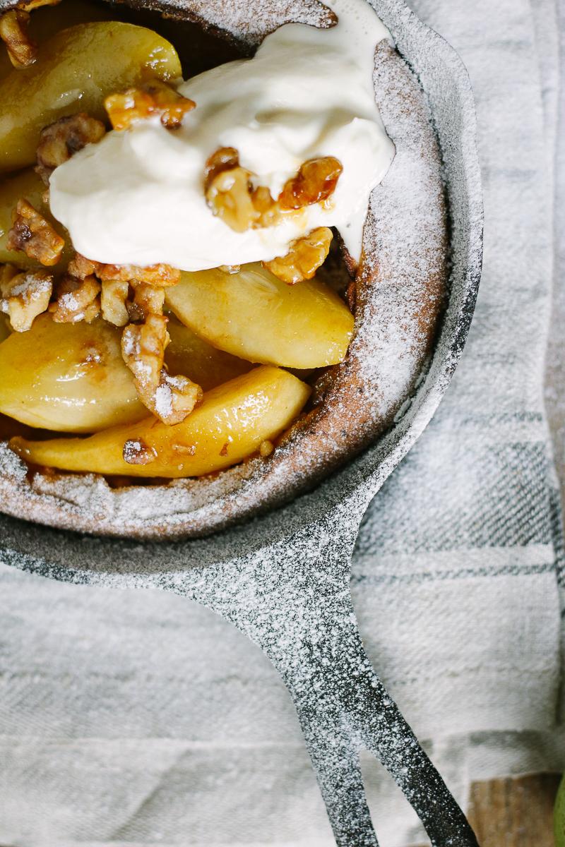 Dutch baby pancake met gekarameliseerde peer