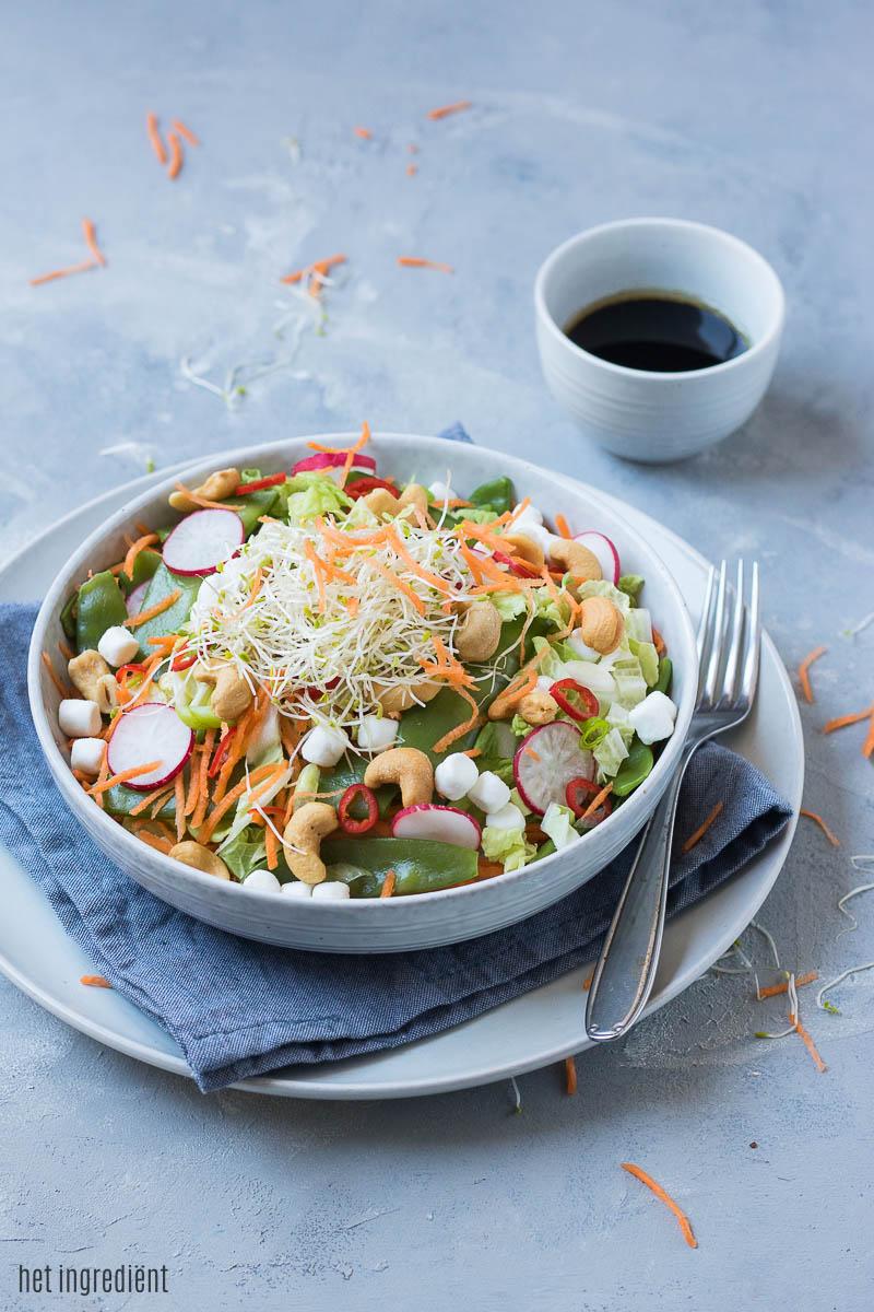 oosterse salade met peultjes en sesamdressing